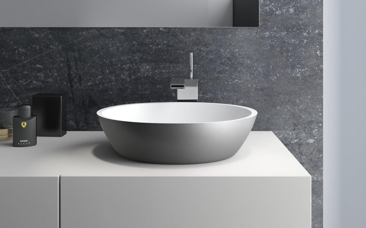 Aquatica Sensuality™ Gunmetal-Wht akmens, uz virsmas uzstādāma vannasistabas izlietne, misiņa-balta picture № 0