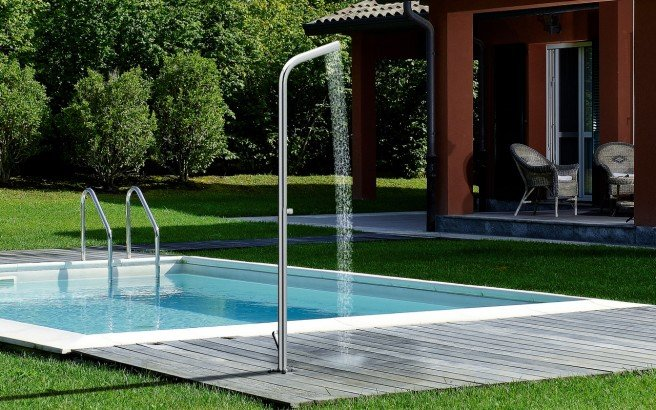 Aquatica gamma 515 freestanding outdoor shower 02 (web)